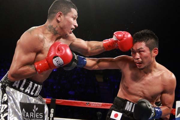 Miguel Berchelt beats Takashi Miura to retain WBC world-super-featherweight title