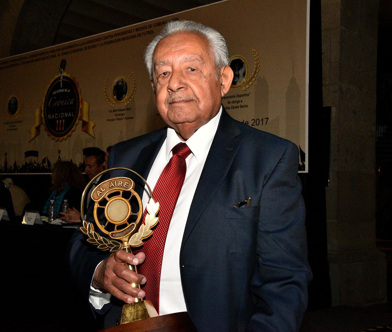 Boxing News: Senado Mexicano Premia Historiador Del CMB